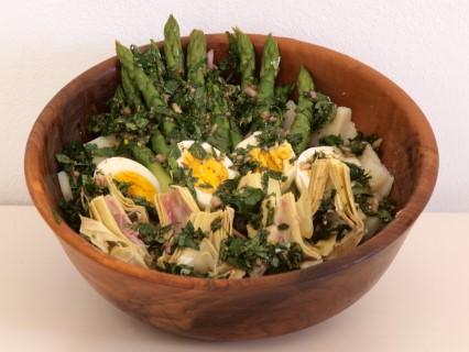 Kartoffelsalat mit Spargel und Artischocken